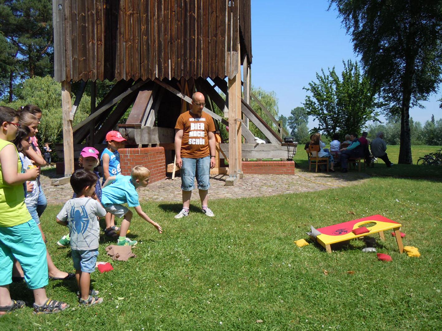 Das Ehrenamt als Kinderspiel - Bild vom Mühlenfest 2014