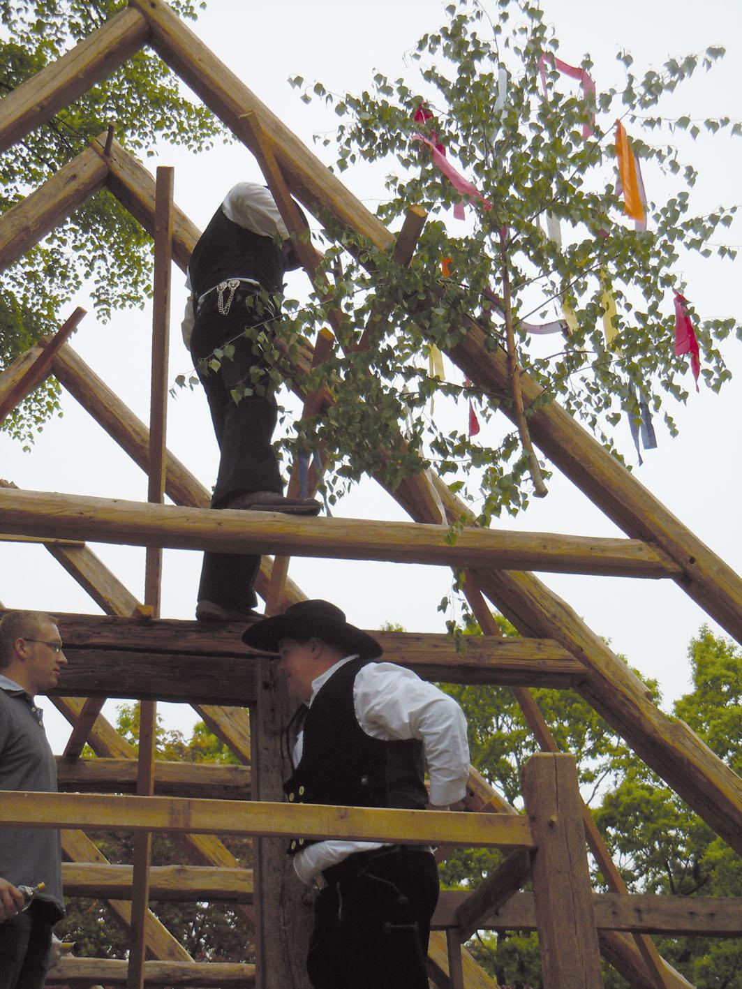 Aufbau des Dachstuhls am Speicher / Foto: Dieter Moll